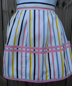 Vintage Apron - Candy Stripe with Big Pockets - Clothes Pin Apron