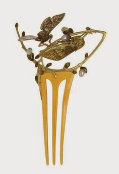 Time for some more hair comb history! One of the best designers of the Art Nouveau, Lucien Gaillard created not only amazing je...