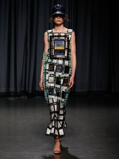Shop designer fashion at Mary Katrantzou. Discover a world of prints, textures and unique designs and shop the latest collections. Weird Fashion, Colorful Fashion, Fashion Show, Fashion Design, Women's Fashion, Mary Katrantzou, Global Style, Business Fashion, Ready To Wear