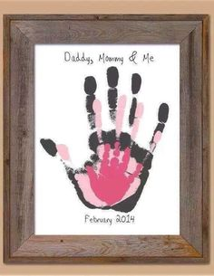 Daddy, Mommy and Me! - New Baby craft - Daddy, Mommy and Me! – New Baby craft Informations About Daddy, Mommy and Me! – New Baby craft P - Family Hand Prints, Family Print, Baby Hand And Foot Prints, Baby Feet Art, Baby Feet Prints, Handprint Art, Baby Handprint Ideas, Diy Photo, Baby Room Decor