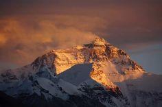 Der Mount Everest ist der höchste Berg der Welt und bietet unvergleichliche Herrausforderung für Wander Liebhaber.