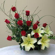 Felicidades | Impresionante combinacion de colores de Rosas y Lilium