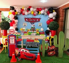 Disney Cars Theme Party: Fotos und Dekoration - John's Bday - Car Themed Parties, Cars Birthday Parties, Birthday Party Decorations, 2nd Birthday, Holiday Decorations, Decoration Party, Party Centerpieces, Lightning Mcqueen Party, Auto Party