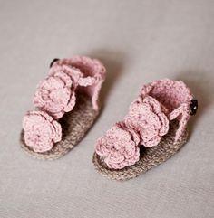 Flowery Flip Flops, crochet pattern, baby booties, pink flower