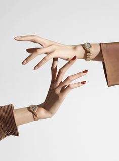 Beauty Photography, Hand Photography, Jewelry Photography, Creative Photography, Fashion Photography, Jewelry Model, Photo Jewelry, Mode Lookbook, Hand Pose