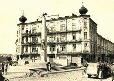 wrzesień 1939 , Pomnik Orląt Przemyskich we wrześniu 1939 roku. Louvre, Street View, Building, Places, Photography, Travel, Photograph, Viajes, Buildings