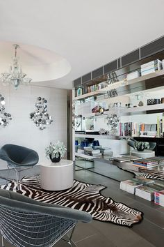Interiors: A Light and Glamorous Melbourne Apartment  - David Hicks -  Glamour. - Sukio