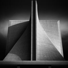 The Cathedral of St. Mary of the Assumption, San Francisco, California, United States / Pietro Belluschi and Pier-Luigi Nervi Tadao Ando, Kenzo Tange, Copenhagen Design, 3d Architecture, Modern Tiny House, City Aesthetic, Modern Buildings, Brutalist, Cathedral