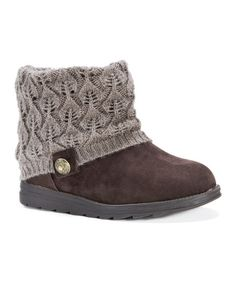 Add a touch of toasty comfort to fireside retreats with this pair of ultrasoft booties. Cable-knit texture enhances your look's cozy appeal and a ground-gripping traction sole steadies your steps.