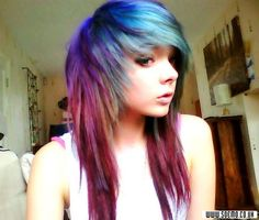 i love her hair! i tryed getting my hair to look like this but its not even close