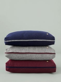 Give your home a new look with designer cushions by ferm LIVING in modern colours, fascinating textures and patterns in more sizes. Modern Throw Pillows, Decorative Pillows, Accent Pillows, Sofa Design, Pillow Design, Plaid Laine, Felt Ball Rug, Pillow Arrangement, Cushion Fabric