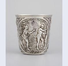Onbekende meester, waarschijnlijk Caspar Diderick Maasman Beker Den Haag beker: 1745 decoratie: 19de of 20ste eeuw hoogte 8,7 cm breedte 8,2 cm diepte 7 cm gewicht 159,7 gr zilver Gemeentemuseum den haag