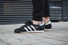 adidas Originals Drops Two Fresh Dragon OG Colorways: A classic black look is coupled with a milder clear brown. Black Adidas Shoes, Adidas Sneakers, Suede Sneakers, Adidas Originals Dragon, Air Jordan, Reebok, Nba, Latest Sneakers, Everyday Shoes
