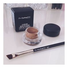 Eyebrow game just got stronger 〰 #mac263 brush & Mac Fluidline Gel Creme in 'true brunette' ❣ Pinterest: @SlayDoll