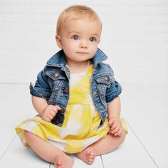 Because 🍋 is always #trending! #thoseeyesthough #babyblues #yellowgingham #babybgosh