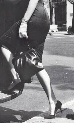 1960 Vintage Fashion - Woman boarding a bus in spike heels - Photo by James Burke - Getty Images - http://www.gettyimages.no/detail/photo/woman-boarding-a-bus-in-spike-heels-high-res-stock-photography/tlp887234