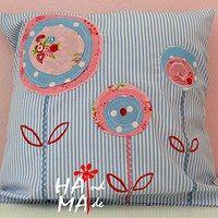 pillow...so pretty and an easy appliqué