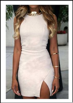 dress and accessories are gorgeous! I could so rock this!
