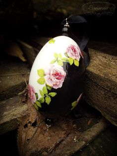 Decoupage print-room Easter egg