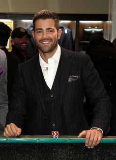 Jesse Metcalfe Photos Photos - Brooks Brothers Hosts 'Le Casino' Night to Benefit UCLA Jonsson Cancer Center - Zimbio Actors Male, Hot Actors, Beautiful Men Faces, Gorgeous Men, Beautiful Boys, Hairy Men, Bearded Men, Jesse Metcalfe, Short Beard