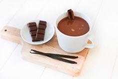 Chocolat chaud aux arômes de cannelle & vanille – Ally Bing Chocolate Fondue, Tableware, Desserts, Kitchen, Food, Vegetarische Rezepte, Candy, Yummy Recipes, Eten