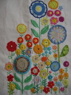 Blumenmeer - gehäkelt und gestickt