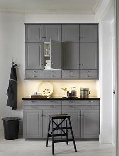 Uma cozinha cinzenta. Que não tem nada de cinzento.