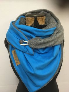 Annina Bannwart's media content and analytics Chunky Infinity Scarves, Diy Scarf, Hooded Scarf, Clothing Hacks, Neck Wrap, Cotton Scarf, Winter Accessories, Neck Warmer, Hats For Men