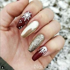Winter nails with snowflake; red and white Christmas nails; cute and unique Christmas nails; nail designs designs for short nails step by step essie nail stickers nail appliques best nail wraps 2019 Cute Christmas Nails, Xmas Nails, Holiday Nails, White Christmas, Xmas Nail Art, Christmas Manicure, Christmas Snowflakes, Christmas Acrylic Nails, Winter Acrylic Nails