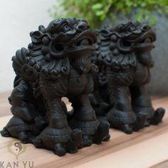 Foo, 2 Drachenlöwen auf Schildkröten stehend,...