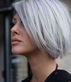 48 inspirations et idées de coiffure pour cheveux gris Thick Short Hair Cuts, Short Hairstyles For Thick Hair, Cut Hairstyles, Short Pixie, Pixie Cut, Thick Haircuts, Pixie Haircuts, Hairstyle Ideas, Medium Hair Styles