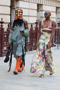 The Best Street Style from London Fashion Week Spring 2020 Fashion Week, Fashion 2020, London Fashion, Fashion Trends, Printemps Street Style, Spring Street Style, Victoria Beckham News, Street Looks, Glamour