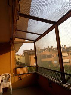 copertura di un balcone con zanzariere