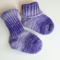 Size month looks a little different from the newborn size. Slipper Socks, Slippers, Baby Socks, Sock Yarn, Cool Socks, Little Gifts, Baby Gifts, Stockings, Wool