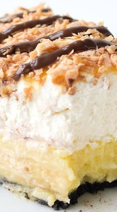 Samoa Coconut Cream Pie Recipe it looks sooo good 😍 Köstliche Desserts, Delicious Desserts, Dessert Recipes, Yummy Food, Coconut Recipes, Baking Recipes, Coconut Desserts, Cream Pie Recipes, Sweet Pie