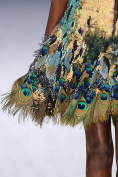 I hope it's not made out of real peacock feathers. Pretty costume :) Gold peacock skirt, by Matthew Williamson. Moda Fashion, Fashion Week, High Fashion, Fashion Show, Womens Fashion, Funky Fashion, Fashion Art, Matthew Williamson, Peacock Skirt