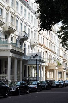 A girls weekend in South Kensington London, where to eat, stay and shop! And what to do with your time. South Kensington London, Chelsea Hotel, Moving To England, Cinema Experience, Go To The Cinema, London Townhouse, Neoclassical Architecture, Weekends Away, Short Trip