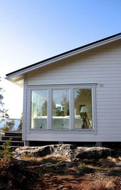 www.kotilablogi.blogspot.fi Lake Cottage, Coastal Cottage, Summer House Interiors, Taste Of Nature, Archipelago, House Front, House In The Woods, Modern Farmhouse, Beach House