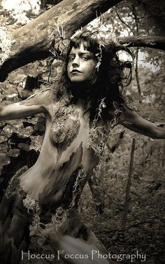 hello girl my names sorrow and if your head is feeling sorry for me stop now!'' not sad being a ''dryad,been a tree nymph forever.enjoy watching all the creatures an activity below.heard all about you. Fantasy Creatures, Mythical Creatures, Fantasy World, Fantasy Art, Tree People, Quelques Photos, Nature Spirits, Mystique, Green Man