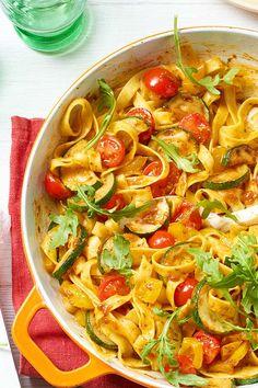 #italien #pasta #pastaliebe Tagliatelle-Gemüse-Pfanne mit #Rucola ist ein Gericht, das #schnell und #vegetarisch gelingt.