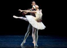 love this swan lake tutu! Ballet Dance, Ballet Skirt, White Swan, Ballet Beautiful, Ballet Costumes, Swan Lake, Tutu, Couples, Ballerinas