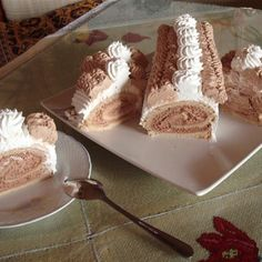 Rulada cu frisca si ciocolata Romanian Desserts, Sweet Desserts, Allrecipes, Vanilla Cake, Sweet Treats, Rolls, Ice Cream, Pudding, Vegetarian
