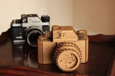 Don't discard those corrugated cardboard boxes lying around your house just yet. If you're as creative as American artist Marta Crass, maybe you can make a camera out of the plain brown material, too. Just check out this cool Nikon F replica! Cardboard Camera, Cardboard Model, Cardboard Sculpture, Cardboard Toys, Cardboard Playhouse, Cardboard Furniture, Camera Art, Camera Nikon, Pinhole Camera