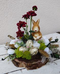 decoration + on + wood . + - + easter + decoration + on + wood + spring + flowers +++ ceramic + bunny, + eggs, + cloth + flowers . Easter Flower Arrangements, Easter Flowers, Spring Flowers, Easter Bunny Decorations, Easter Wreaths, Cloth Flowers, Diy Flowers, Easter Garden, Deco Floral