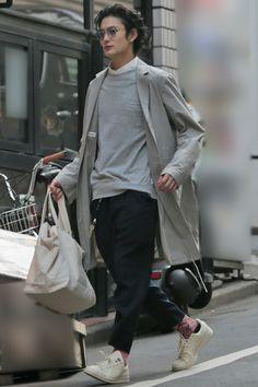 岡田将生、飲み会を抜けてハライチ澤部に会いに行った夜 NEWSポストセブン Stylish Mens Outfits, Fall Fashion Outfits, Winter Fashion, Dope Fashion, Japan Fashion, Mens Fashion, Looks Cool, Men Looks, Look Street Style