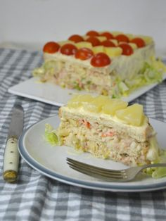 Cold tuna, pineapple and surimi cake with sliced bread! Tapas, Seafood Recipes, Mexican Food Recipes, Kitchen Recipes, Cooking Recipes, Quiches, Sandwich Cake, Sandwich Ideas, Time To Eat