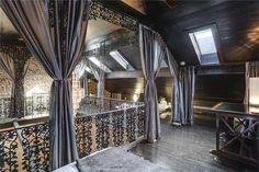 derri re cette vieille fa ade se cache un bien d 39 exception maisons insolites belles demeures. Black Bedroom Furniture Sets. Home Design Ideas