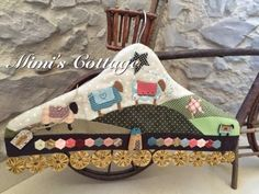 Mimi's Cottage Clothes Hanger Hooks, Coat Hanger, Little Nice Things, Peg Bag, Love Sewing, Quilting Projects, Country Decor, Sewing Crafts, Diy And Crafts