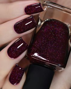 Every woman who loves her body loves her nails too. Taking care of the nails is easy; a regularly done manicure and pedicure make the nails New Years Nail Designs, New Years Nail Art, Red Nail Designs, Colorful Nail Designs, Shellac Nail Designs, New Year's Nails, Red Nails, Pastel Nails, Bling Nails