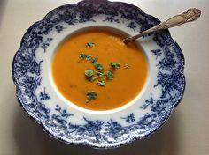 Carrot and sweet potato soup! Sweet Potato Soup, Thai Red Curry, Carrots, Potatoes, Ethnic Recipes, Table, Food, Carrot, Eten